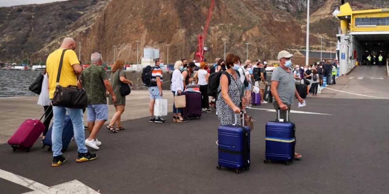 Reabre aeropuerto de La Palma tras cierre por cenizas volcánicas   El Imparcial de Oaxaca