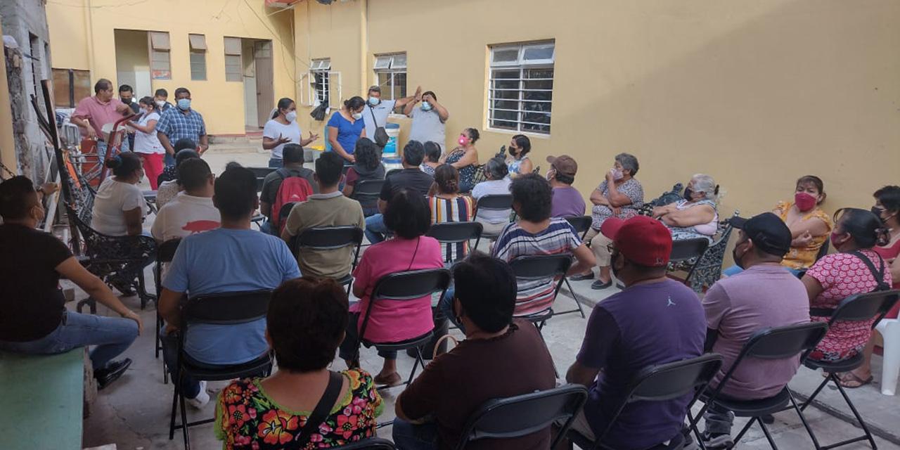Autoridades de Cuicatlán se reúnen con locatarios del mercado   El Imparcial de Oaxaca