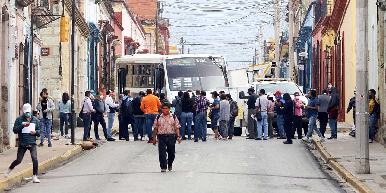 García Jarquín cierra administración entre protestas | El Imparcial de Oaxaca