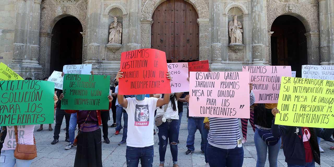 Ambulantes reagrupados exigen retorno al zócalo   El Imparcial de Oaxaca