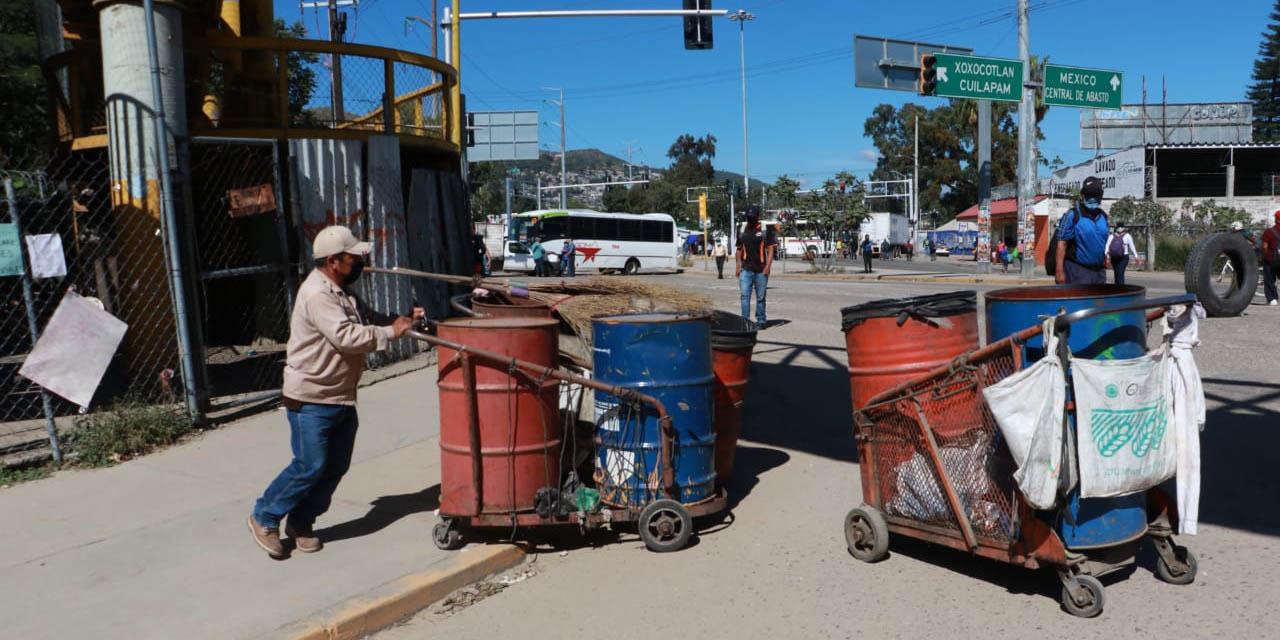 Piden personas afectadas solución de gobierno a conflicto de edil citadino con sindicato de trabajadores   El Imparcial de Oaxaca