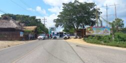 Bloquea UCIDEBACC por tercer día consecutivo en tramo Pinotepa-Salina Cruz