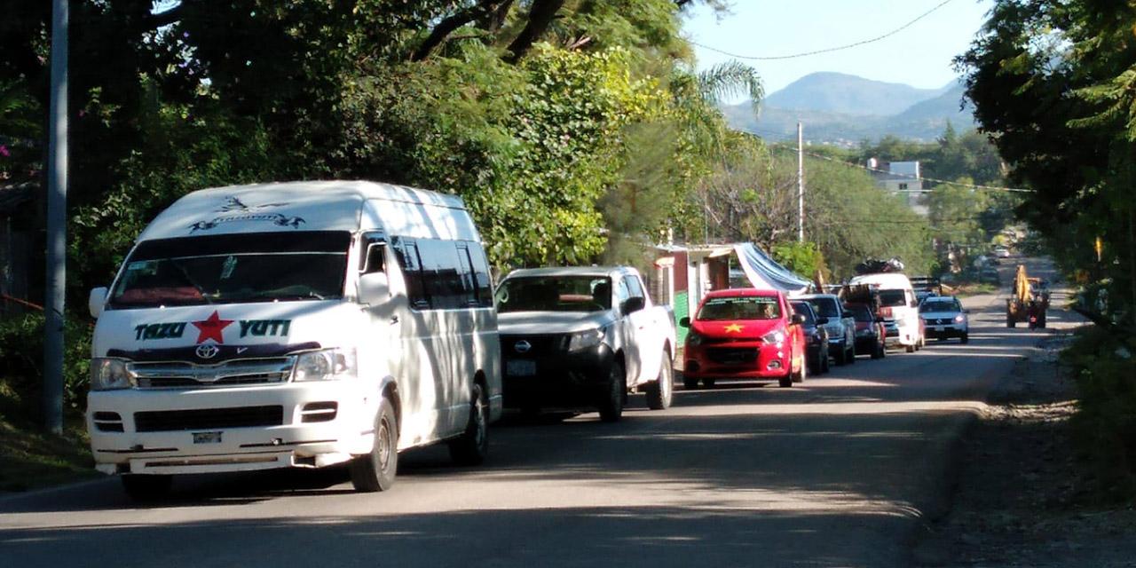 Taxistas de Huajuapan bloquean carretera por el daño en las vialidades | El Imparcial de Oaxaca
