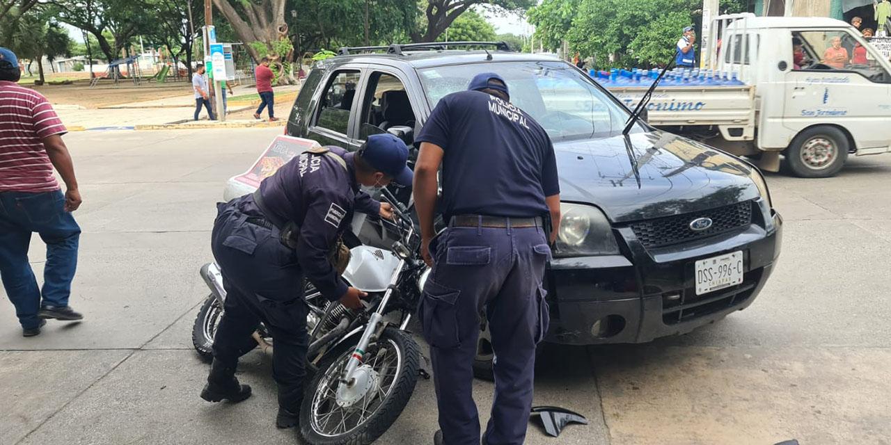 Rebasa por la derecha y provoca accidente en Ixtepec   El Imparcial de Oaxaca