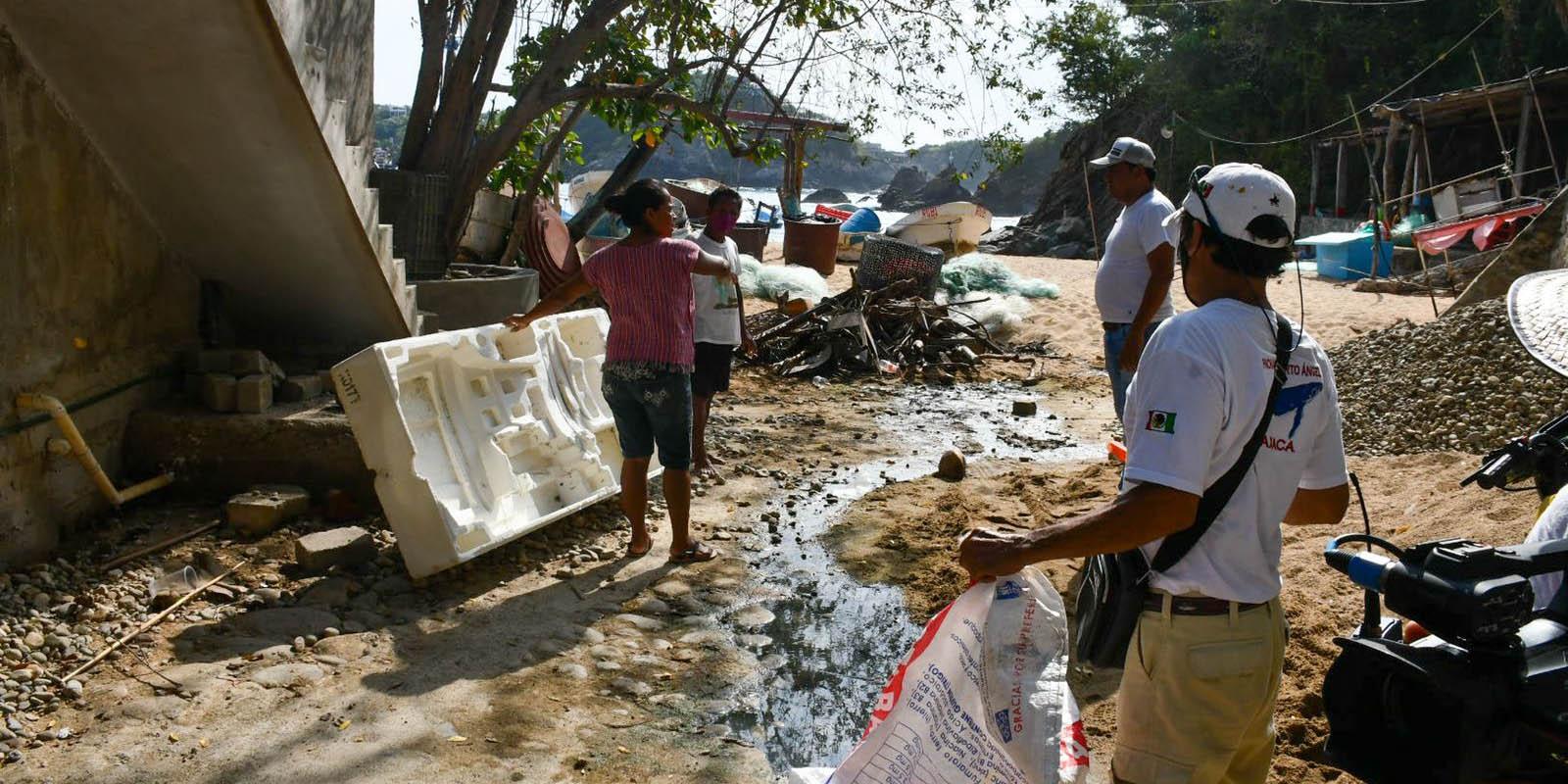 Limpian playas de Puerto Ángel | El Imparcial de Oaxaca
