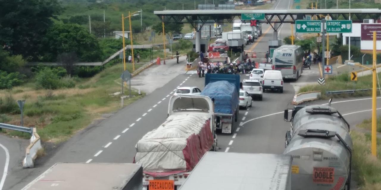 Coceistas bloquean las carreteras en el Istmo   El Imparcial de Oaxaca