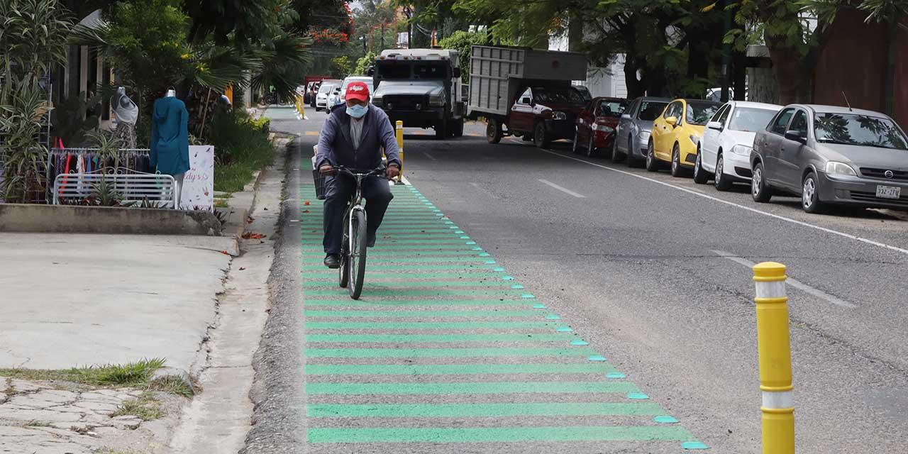 Recurrentes invasiones al carril de ciclovía   El Imparcial de Oaxaca
