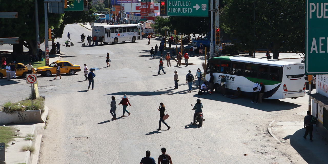 Ciudadanos pagan el costo de los bloqueos en la capital oaxaqueña   El Imparcial de Oaxaca