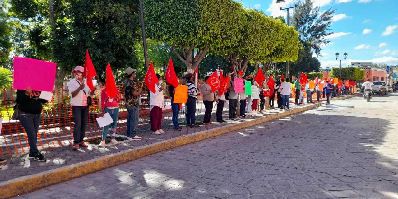 Denuncian afectaciones a comunidades mixtecas por despido de personal de salud | El Imparcial de Oaxaca