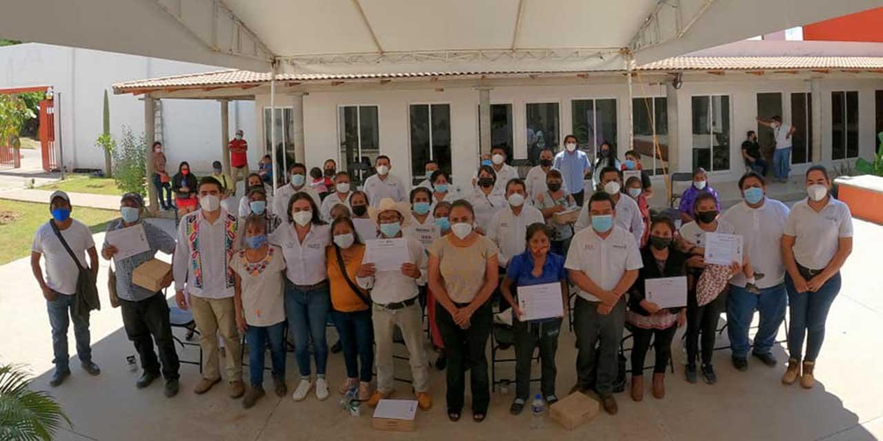Entrega IEEA certificados de primaria y secundaria en Cuicatlán   El Imparcial de Oaxaca