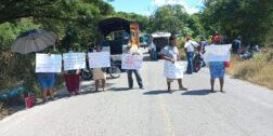 Aíslan bloqueos a Pinotepa Nacional