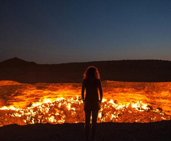 Turkmenistán, el misterio del enorme agujero en llamas que no se ha apagado en 50 años