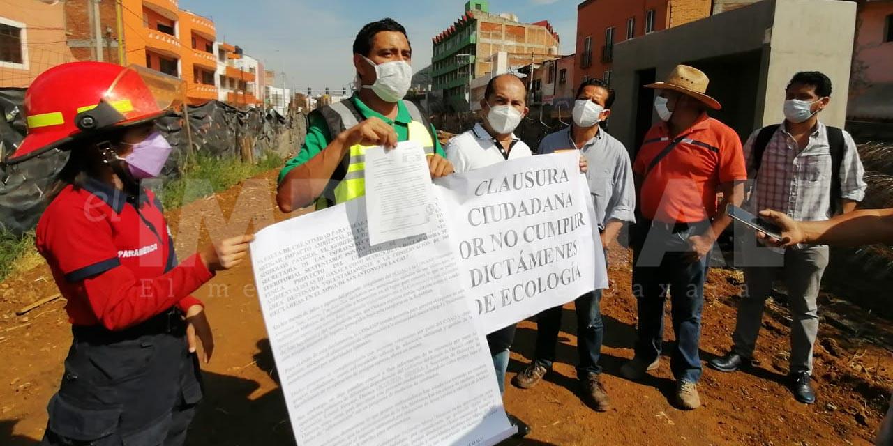 Activistas clausuran simbólicamente obra de paradas especiales del CityBus