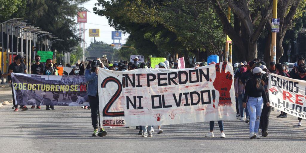 Con marcha, normalistas evocan la lucha y matanza estudiantil del 68 | El Imparcial de Oaxaca