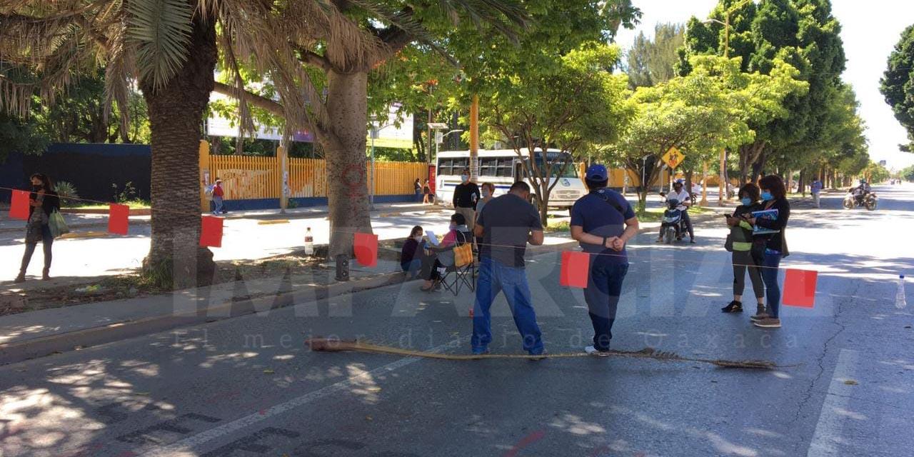 Instala STEUABJO bloqueo en avenida Universidad por enésima ocasión   El Imparcial de Oaxaca