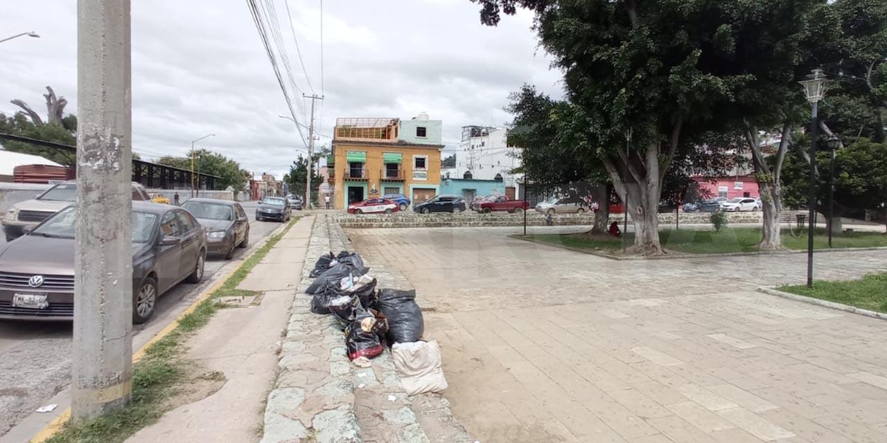 Vecinos de calzada Madero sacan su basura a las calles