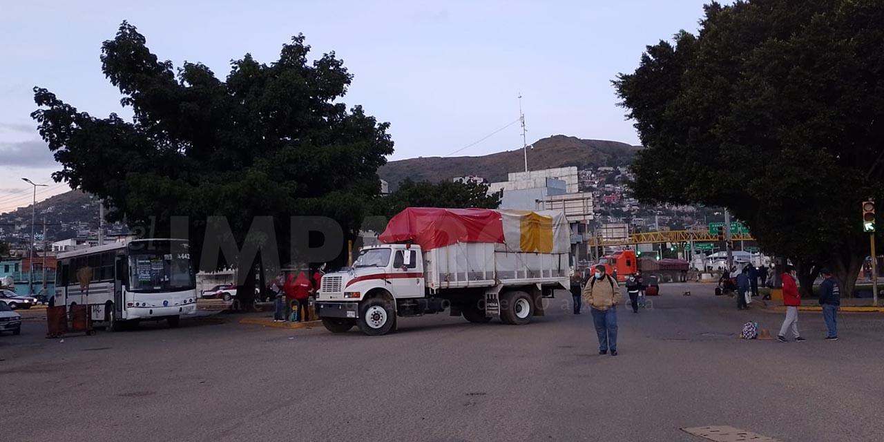 Trabajadores de limpia bloquean accesos principales en la ciudad de Oaxaca