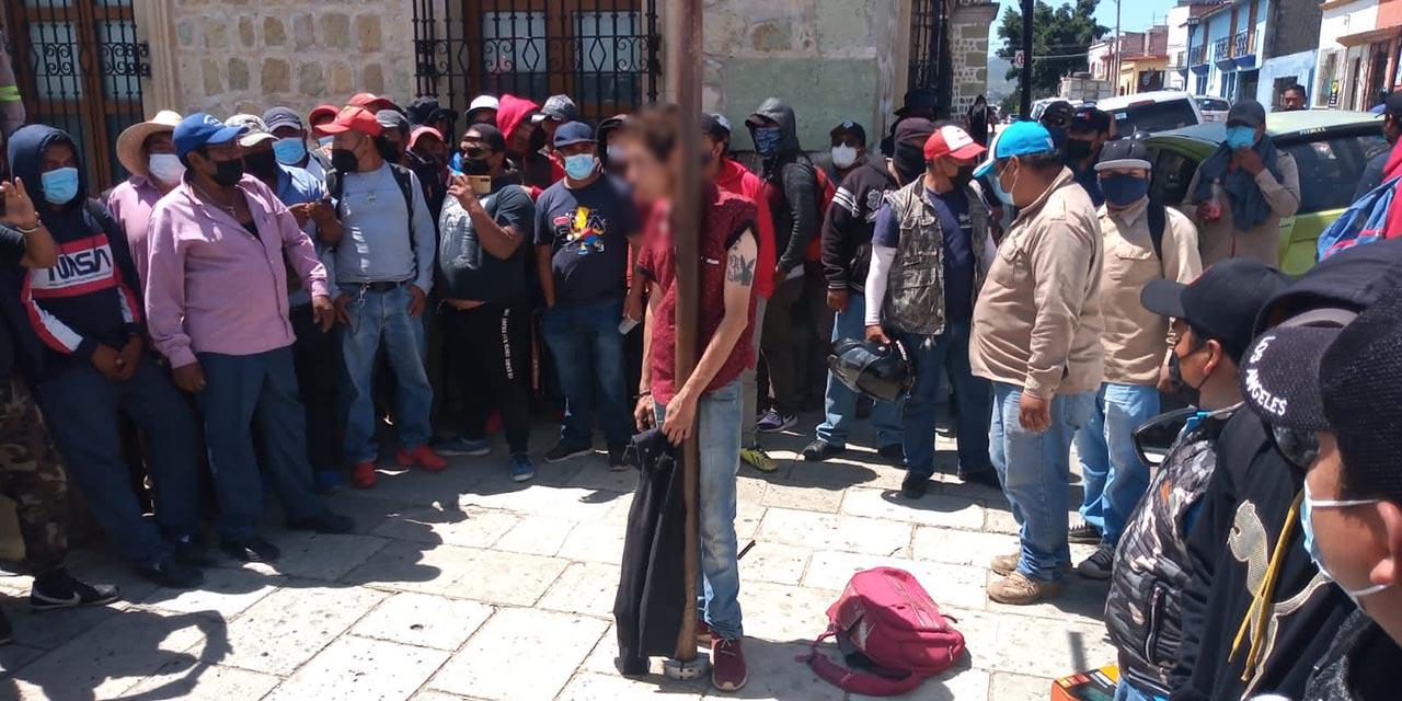 Sindicalizados atrapan a presunto ladrón a metros del cuartel municipal   El Imparcial de Oaxaca