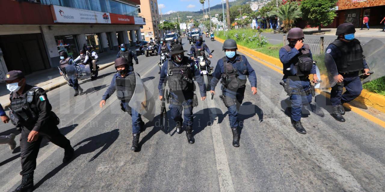 Libera policía parte del bloqueo del STEUABJO; sigue bloqueo en crucero del estadio de Beisbol   El Imparcial de Oaxaca