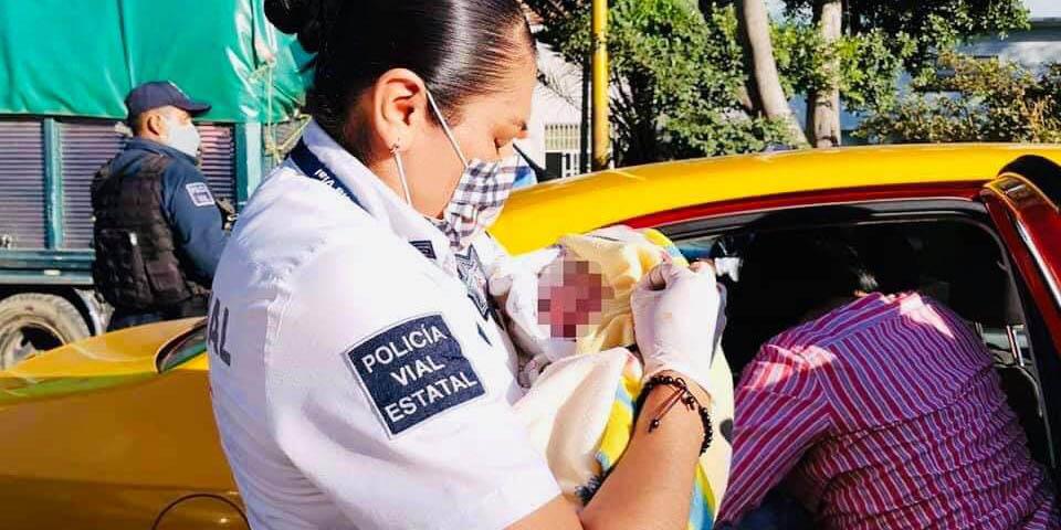 Policía vial del Estado atiende parto dentro de un taxi de la ciudad de Oaxaca | El Imparcial de Oaxaca