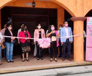 Conmemoran el Día Internacional contra el Cáncer de Mama en Huajuapan