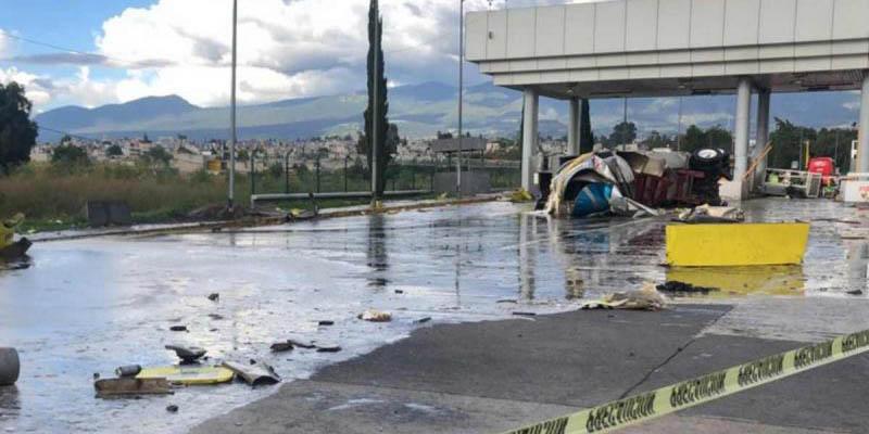 Pipa se impacta contra caseta de cobro de San Marcos en la México-Puebla   El Imparcial de Oaxaca