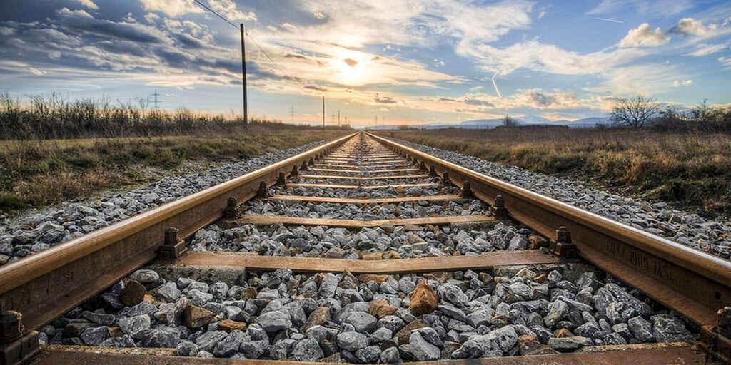 Joven se queda dormido en las vías y el tren le amputa las piernas y un brazo   El Imparcial de Oaxaca