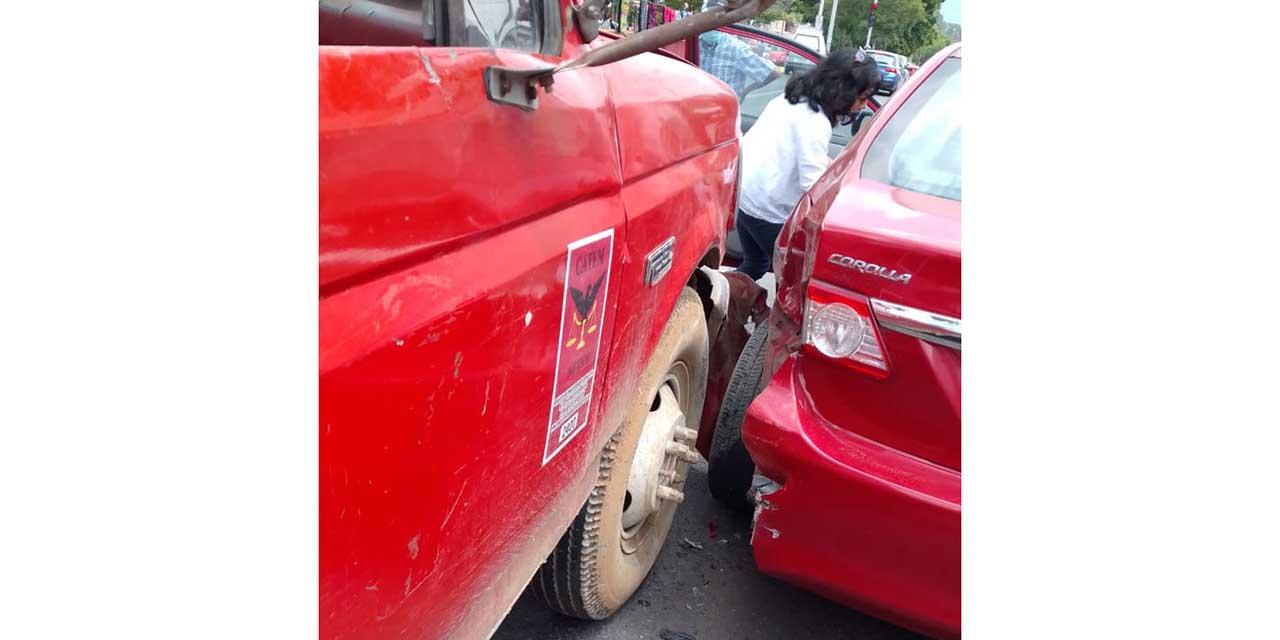 Choca pipa contra auto en Ixcotel | El Imparcial de Oaxaca