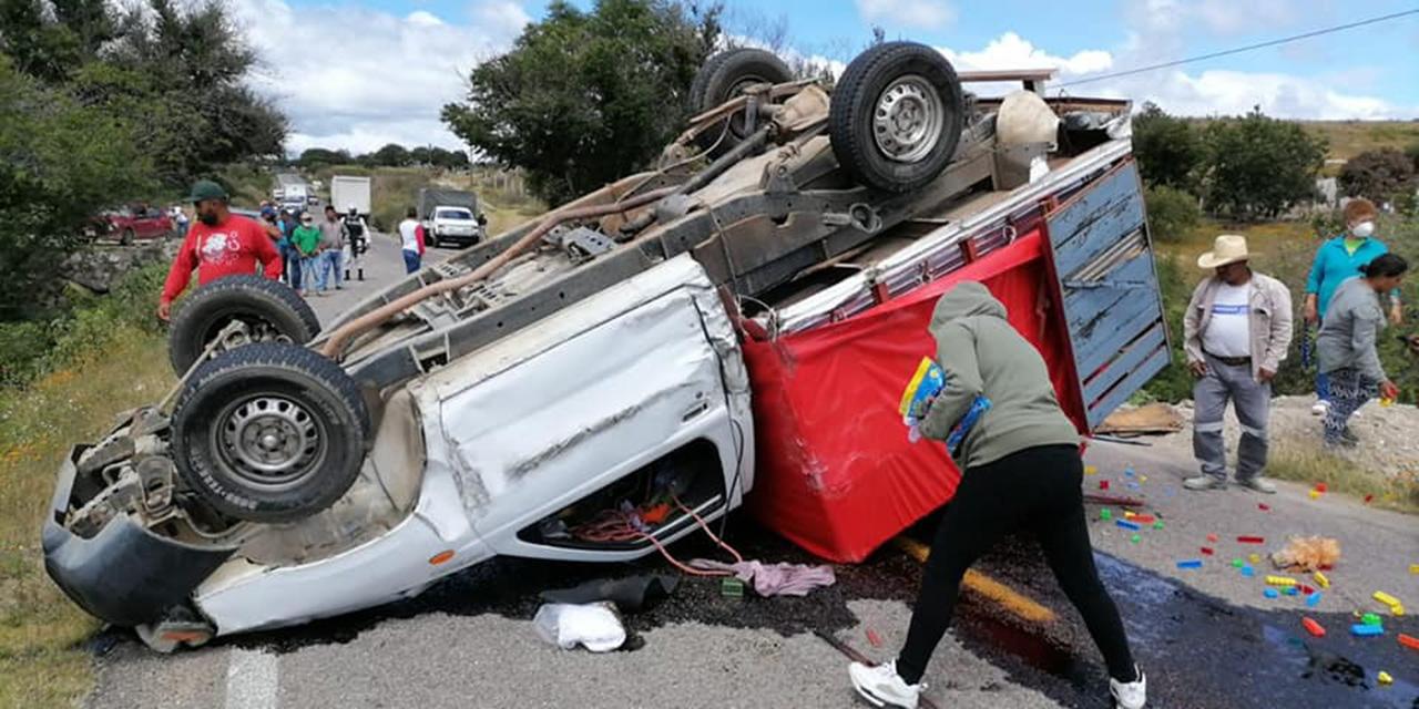 Violenta volcadura en tramo carretero Monjas-Palo Grande | El Imparcial de Oaxaca