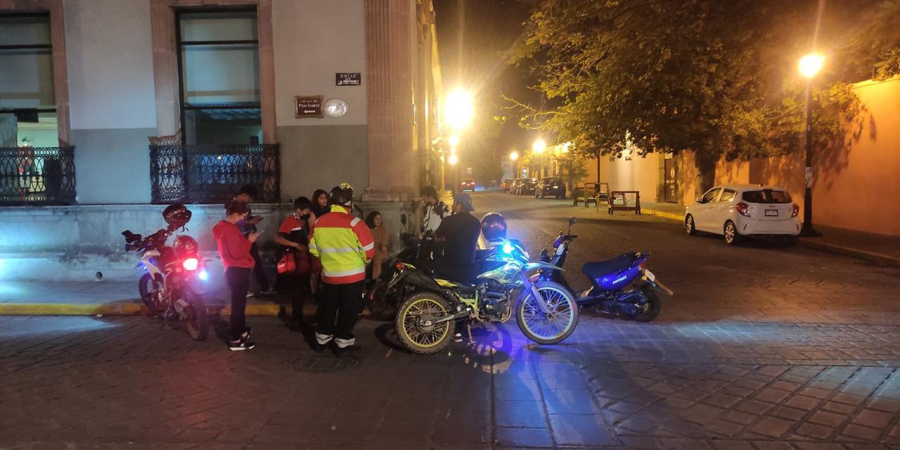 Motociclistas derrapan en céntricas calles de Oaxaca   El Imparcial de Oaxaca