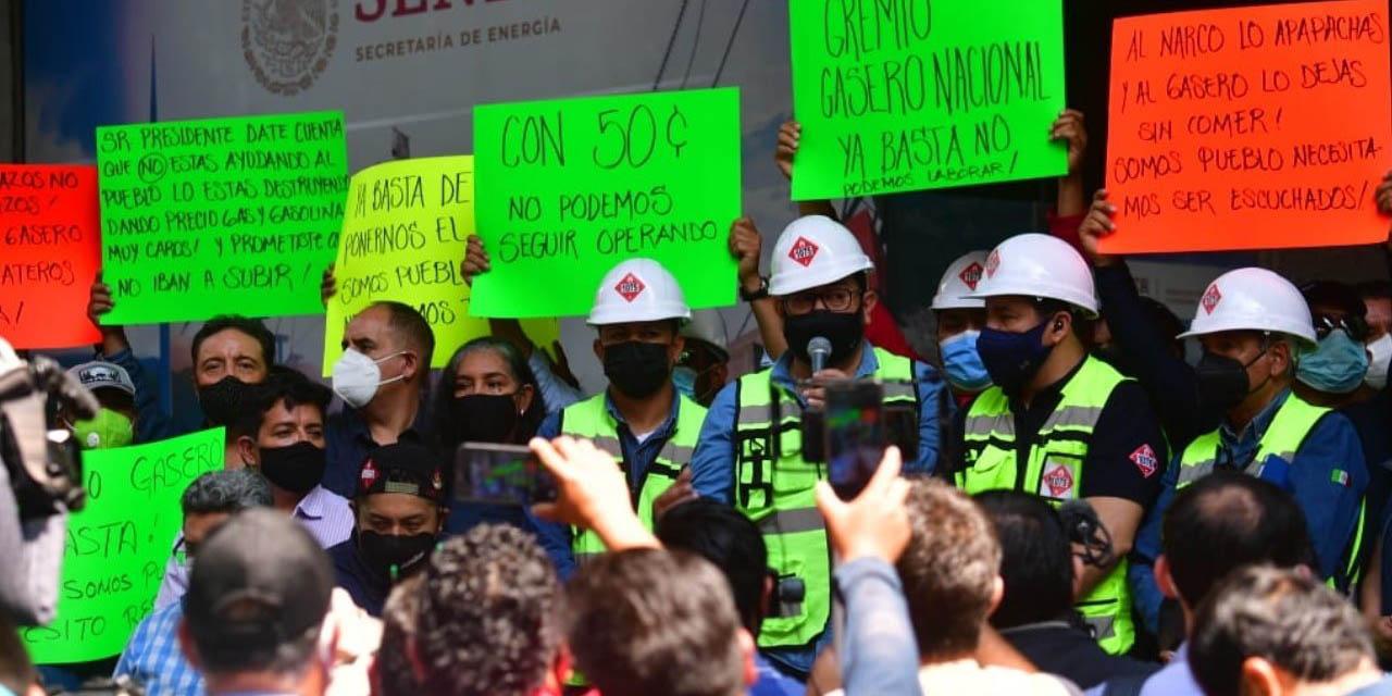 Gaseros se manifiestan afuera de Sener; amagan con paro de labores | El Imparcial de Oaxaca